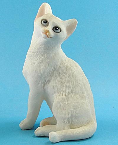 Resin Sitting White Cat (Image1)