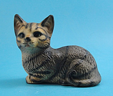 Harvey Knox Kingdom Ceramic Lying Tabby Cat (Image1)