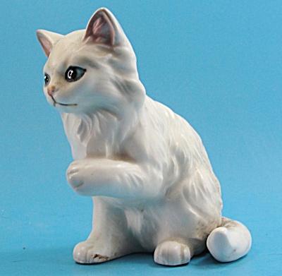 Lefton Ceramic Sitting Cat Figurine (Image1)