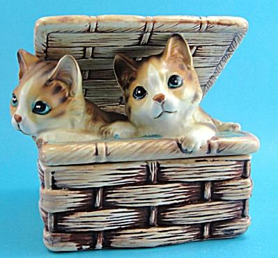 Sigma Japan Ceramic Kittens in a Basket Trinket Box (Image1)