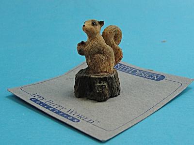 United Design Itty Bitty World Squirrel on Stump (Image1)