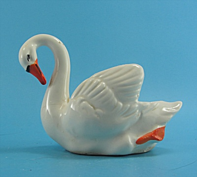 Japan Small White Swan Dish  (Image1)