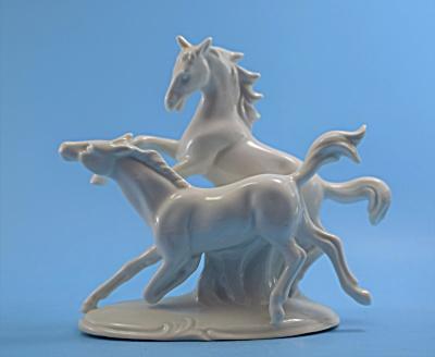 German White Horse Pair German  (Image1)