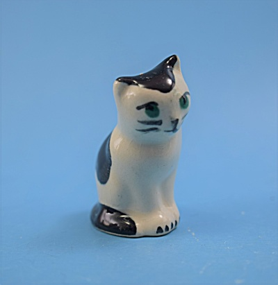 B&W Cat - Copy of Early HR- Japan (Image1)