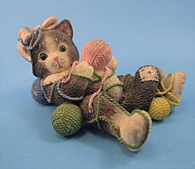 Calico Kitten P. Hileman Enesco Cat w/yarn Balls  (Image1)