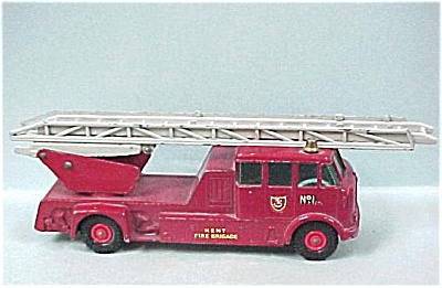 Matchbox King K-15 Merryweather Fire Engine (Image1)
