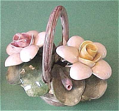 Capo di Monte Small Flower Basket (Image1)
