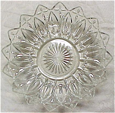 Federal Glass Petal Large Clear Bowl (Image1)