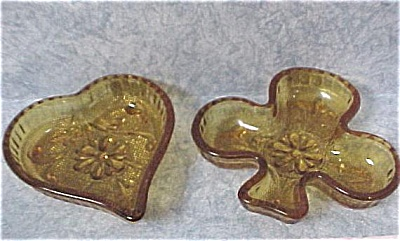 Heart and Club Amber Glass Mini Dish Pair (Image1)