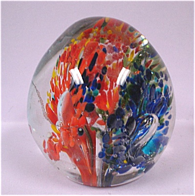 Glass Paperweight (Image1)