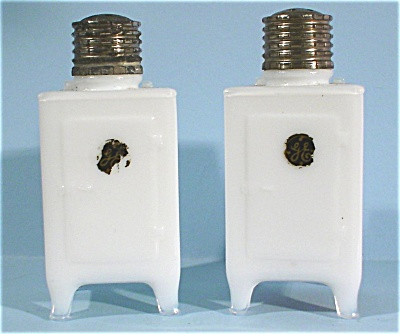 GE Refrigerator Glass Salt and Pepper Shakers (Image1)