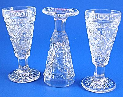 Three Pretty Little Cordial Glasses (Image1)