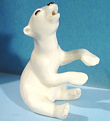 Hagen-renaker Miniature Singing Polar Bear