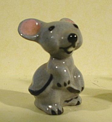 Hagen-Renaker Miniature 1950s Mama Mouse (Image1)