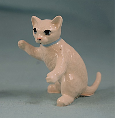 Hagen-Renaker Miniature White Boxing Playing Cat (Image1)