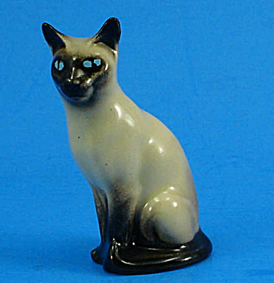 Hagen-renaker Miniature Sitting Siamese Cat