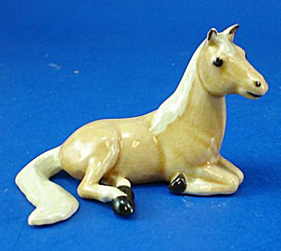 Hagen-Renaker Miniature Palomino Lying Horse (Image1)