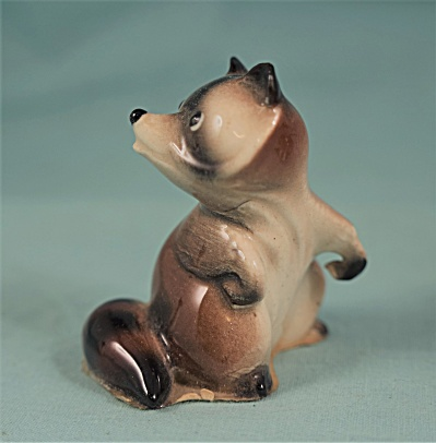 Hagen-renaker Miniature Early Mama Raccoon
