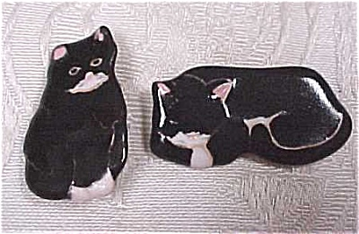 Black Cat Pottery Pins (Image1)