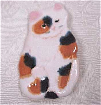 Calico Cat Pottery Pin (Image1)