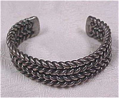 Twisted Wire Bangle (Image1)