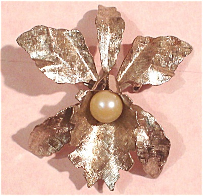 Silver Tone Flower With Faux Pearl Pin (Image1)