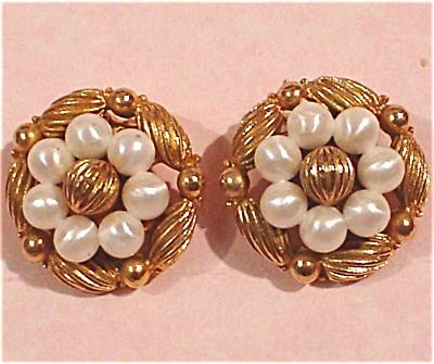 Coro Clip Earrings (Image1)