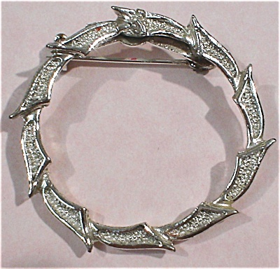 Silvertone Circle Pin (Image1)