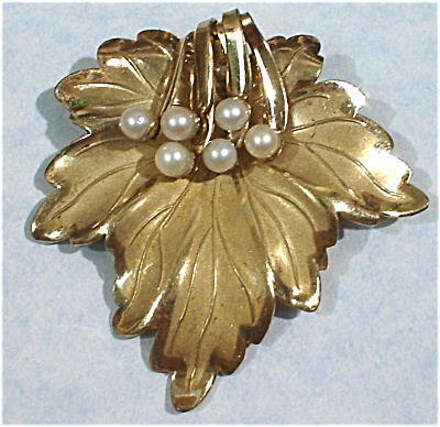 Gold Leaf Pin with Faux Pearls (Image1)