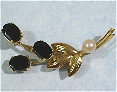 Wells 14kgf Onyx And Pearl Flower Pin
