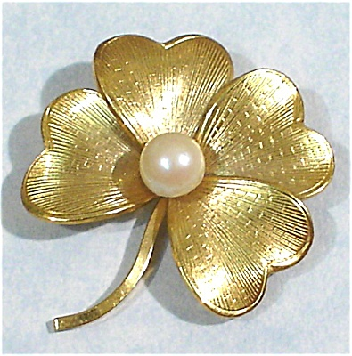 Wells 4 Leaf Clover With Pearl Pin