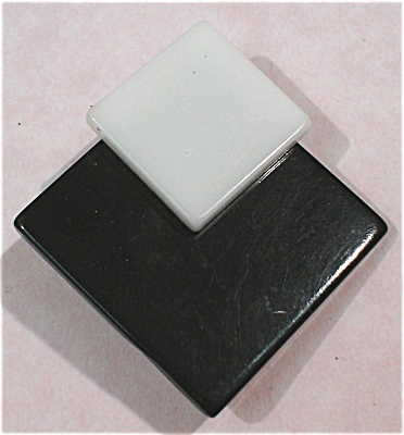 Black and White Plastic Pin Pair (Image1)