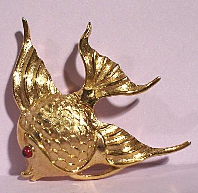 Trifari Golden Angel Fish Pin (Image1)