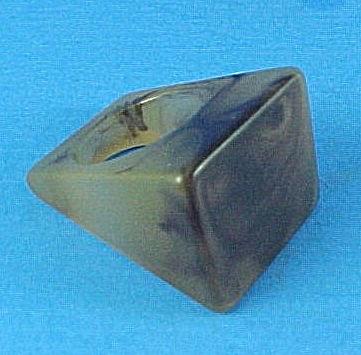 Vintage Lucite Ring (Image1)
