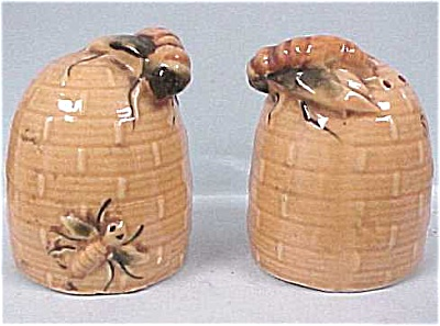 Bee Hive Salt & Pepper Set (Image1)
