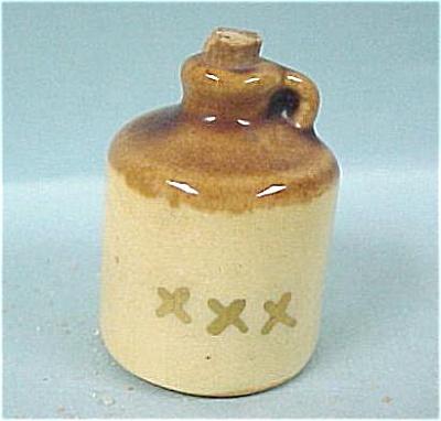 Arcadia Miniature Jug Salt Shaker (Image1)