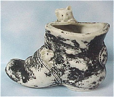 1920s Japan Bisque Cat and Mouse on Shoe (Image1)