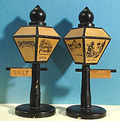 Wood San Francisco Lamppost Salt and Pepper Shakers (Image1)