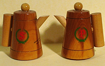Wood Coffeepot Salt and Pepper Shakers (Image1)