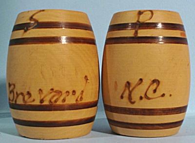 Wood Barrel Salt and Pepper Shakers (Image1)