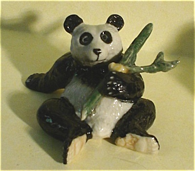 K4392b Sitting Panda With Bamboo