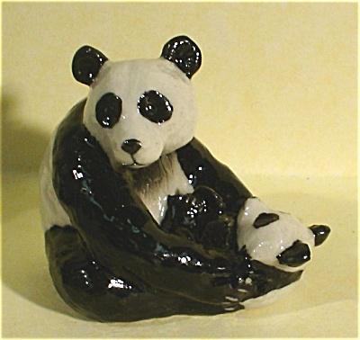 K4391b Sitting Panda with Baby (Image1)