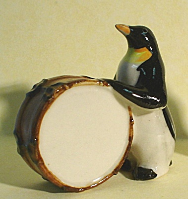 K1612 Penguin with Drum (Image1)