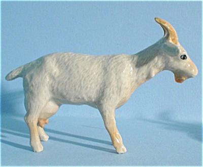 K3071bw Standing Goat (Image1)