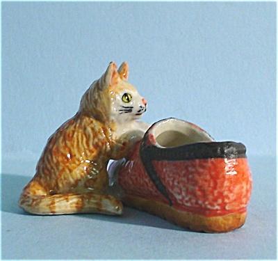 K5181e Kitten With Shoe (Image1)