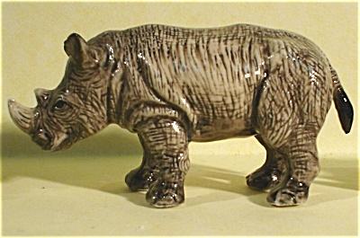 K6581b Standing Rhino (Image1)