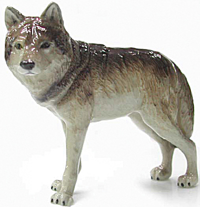 R036 Standing Wolf (Image1)
