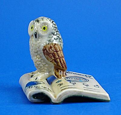 K4193a Owl on Zodiac Book (Image1)