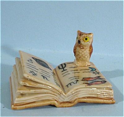 K4193d Owl on Zodiac Book (Image1)