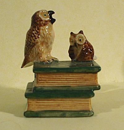 K4193e Owls on Zodiac Books (Image1)
